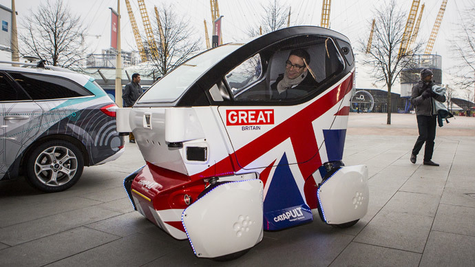 A driverless vehicle known as a Lutz 'Pathfinder' Pod is pictured during a photocall in central London.(AFP Photo / Jack Taylor)