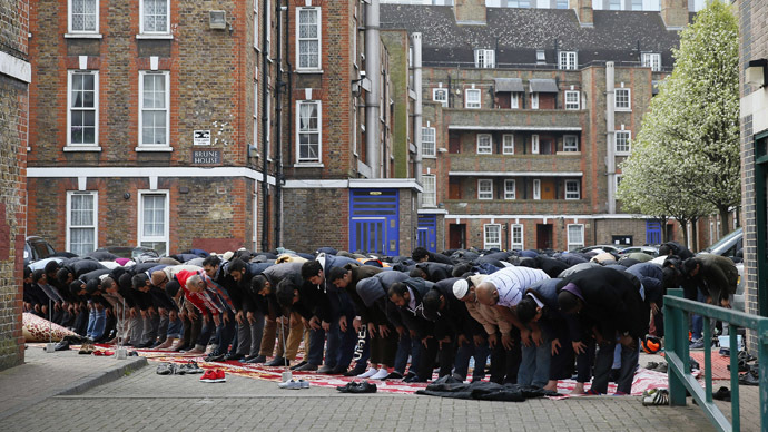 A group of Muslims praying in Tower Hamlets, London (Reuters/Stefan Wermuth)