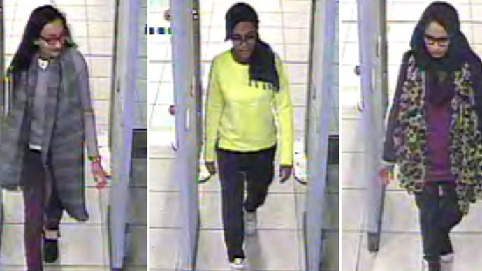 (FILES) A combination of handout CCTV pictures received from the Metropolitan Police Service (MPS) on February 23, 2015 shows (L-R) British teenagers Kadiza Sultana, Amira Abase and Shamima Begum passing through security barriers at Gatwick Airport, south of London, on February 17, 2015. (AFP Photo/Metropolitan Police)