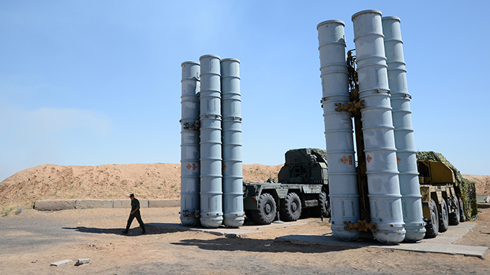 A soldier during a military exercise involving S-300/SA 10 surface-to-air missile systems (RIA Novosti / Pavel Lisitsyn)