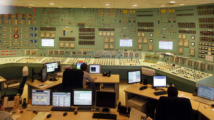 Employees work in the operation center of the Paks nuclear power plant reactor unit number four in Paks, 120 km (75 miles) east of Budapest (Reuters/Laszlo Balogh)