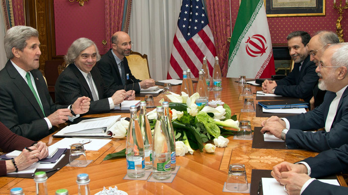 U.S. Secretary of State John Kerry (L) holds a meeting with Iran's Foreign Minister Javad Zarif (R) over Iran's nuclear program in Lausanne March 17, 2015. (Reuters / Brian Snyder)