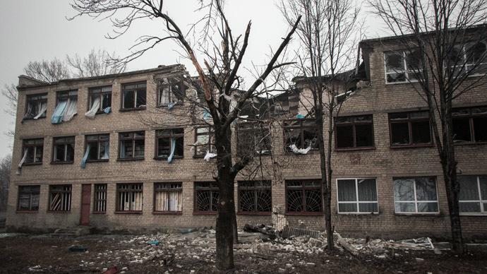 A building in Debaltsevo destroyed by shelling. (Reuters / John Trast)