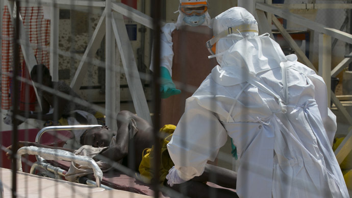 Health workers push a wheeled stretcher holding a newly admitted Ebola patient. (Reuters / Baz Ratner)