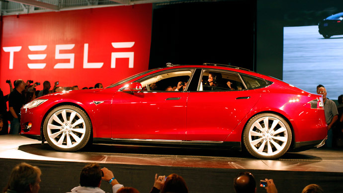 Tesla updates software to roll out driverless cars in three months