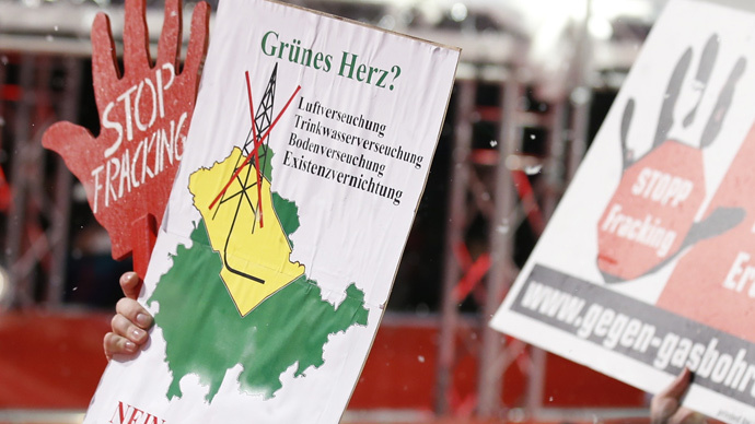 Protest against the practice of fracking in Berlin (Reuters / Fabrizio Bensch)