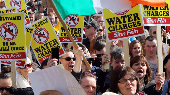 Thousands of anti austerity water protesters march through Dublin city centre on March 21, 2015. (AFP Photo / Paul Faith)