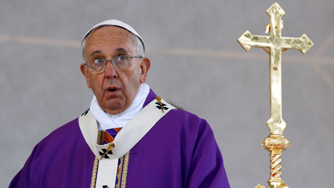 'Don't close door to immigrants': Pope slams 'corruption' addressing crowds in Naples, Italy