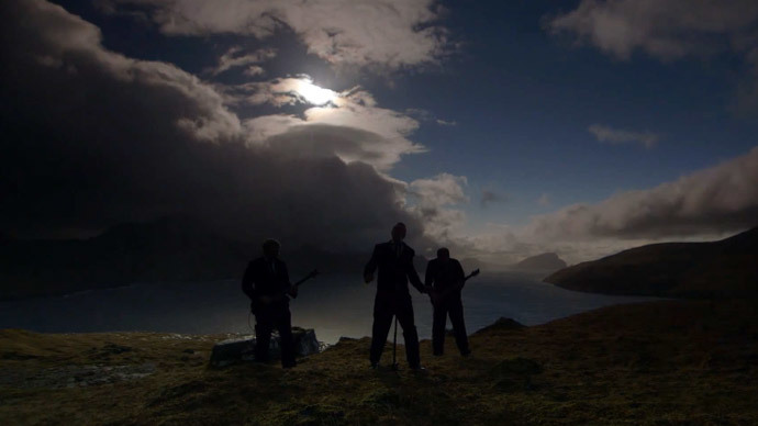 'Dark side of the moon': Faroese Rockers play live during solar eclipse (VIDEO)