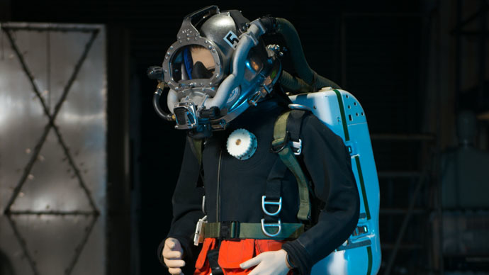 US Navy's new futuristic diving suit conserves helium for missions, recoveries