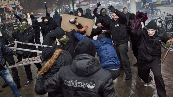 Right-wing extremists clash with members of an anti-Nazism demonstration in the Stockholm suburb of Karrtorp December 15, 2013. (Reuters/Hampus Andersson/TT News Agency)