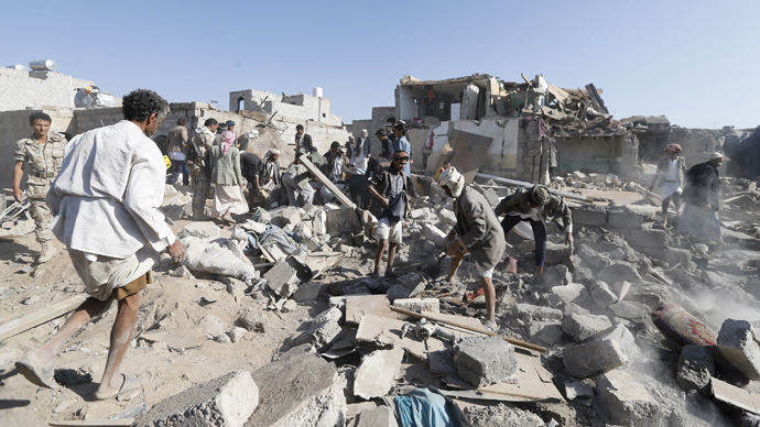 People search for survivors under the rubble of houses destroyed by an air strike near Sanaa Airport March 26, 2015. (Reuters / Khaled Abdullah)