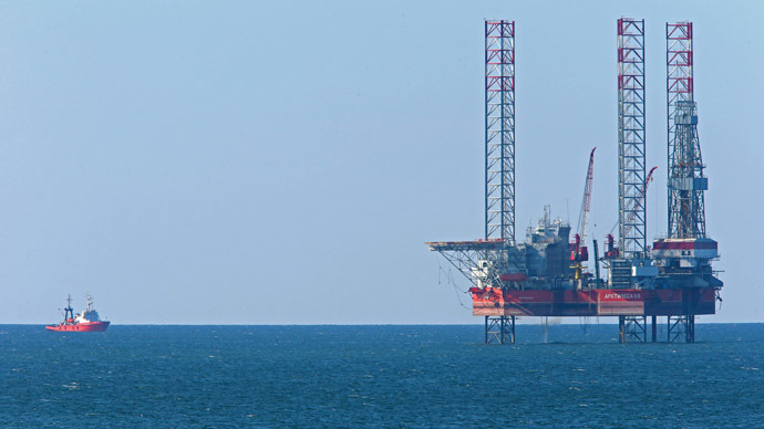 The Arkticheskaya jack-up floating drilling rig of Lukoil company set up near the resort town of Zelenogradsk, located on the Baltic Sea. (RIA Novosti / Igor Zarembo)