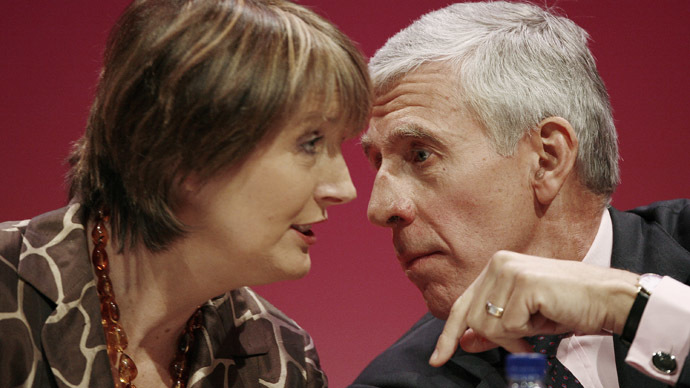 Former foreign secretary Jack Straw (R) speaks with deputy leader Harriet Harman. Both were spied on by police during the 1990s. (Reuters / Phil Noble)