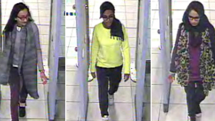 A combination of handout CCTV pictures received from the Metropolitan Police Service (MPS) on February 23, 2015 shows (L-R) British teenagers Kadiza Sultana, Amira Abase and Shamima Begum passing through security barriers at Gatwick Airport, south of London, on February 17, 2015. (AFP Photo/Metropolitan Police)