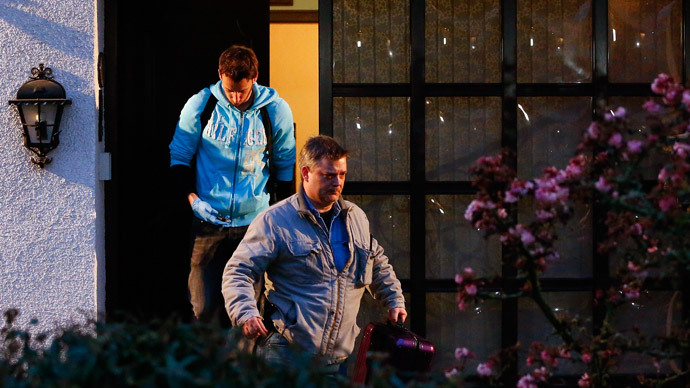 German police officers leave the house believed to belong to the parents of crashed Germanwings flight 4U 9524 co-pilot Andreas Lubitz in Montabaur, March 26, 2015.(Reuters / Kai Pfaffenbach)