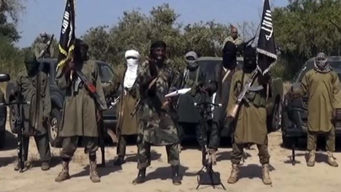 The leader of the Islamist extremist group Boko Haram Abubakar Shekau (C) delivering a speech (AFP Photo / Boko Haram)