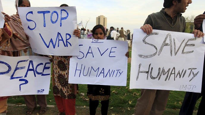Members of International Movement for Justice and Peace (IMJP) hold placards demanding peace in Yemen during a demonstration in Islamabad March 30, 2015. (Reuters/Faisal Mahmood)