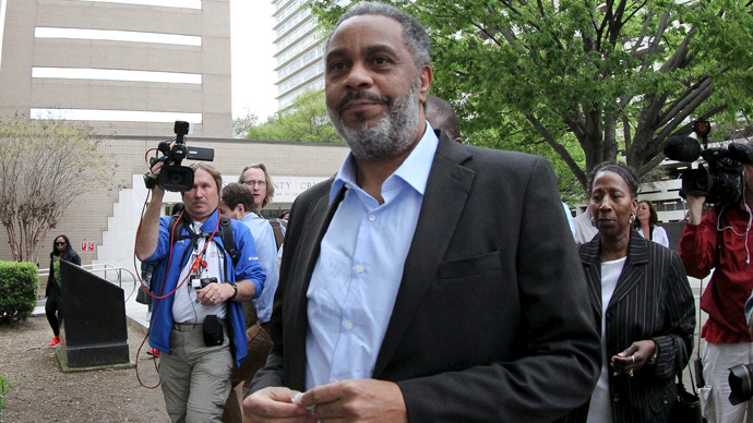 Anthony Ray Hinton walks out of Jefferson County Jail in Birmingham, Alabama April 3, 2015. (Reuters / Marvin Gentry)
