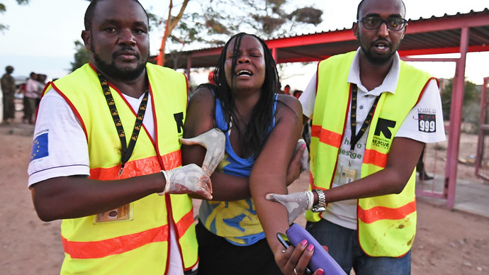 FILE PHOTO: Paramedics help a student who was injured during an attack by Somalia's FILE PHOTO: Al-Qaeda-linked Shebab gunmen on the Moi University campus in Garissa on April 2, 2015.(AFP Photo / Carl DE Souza)