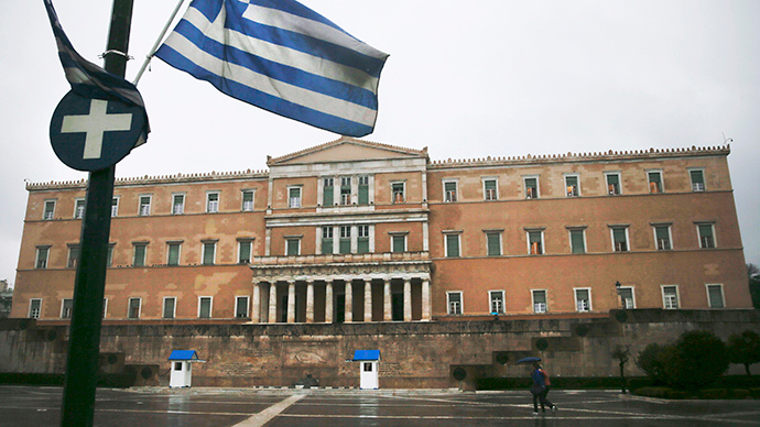 A Greek national flag flutters in front of the parliament building (Reuters / Alkis Konstantinidis)