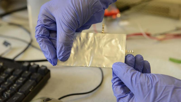 Stanford scientists have invented a flexible, high-performance aluminum battery that charges in about 1 minute. (Image by Mark Shwartz, Precourt Institute for Energy, Stanford University)