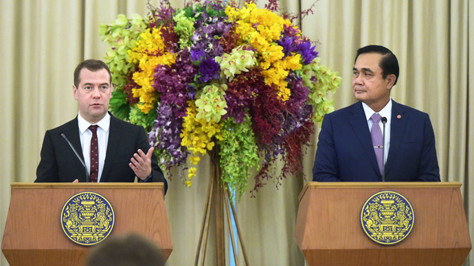 Prime Minister Dmitry Medvedev, left, and Prime Minister of Thailand Prayut Chan-o-cha at a news conference following Russia-Thailand talks in Bangkok. (RIA Novosti/Alexander Astafyev)
