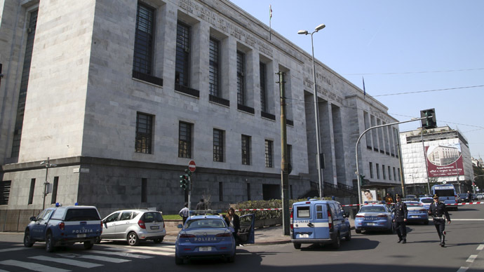 Police cars surround the tribunal of Milan April 9, 2015. (Reuters/Stefano Rellandini)