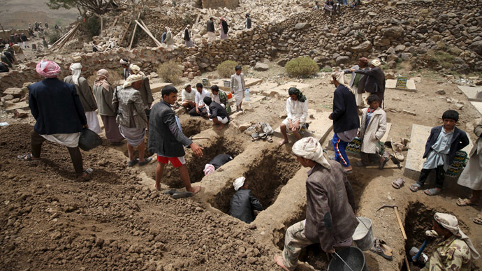 People dig graves for the victims of an air strike in Okash village near Sanaa, Yemen on April 4, 2015. (Reuters/Mohamed al-Sayaghi)