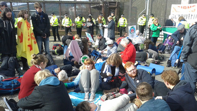 Anti-nuclear demonstrators at Faslane naval base, April 13 2015. (Photo by Veronika Tudhope)