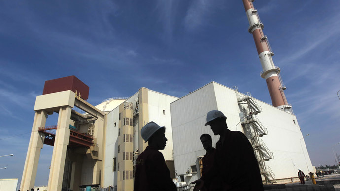 Iranian workers stand in front of the Bushehr nuclear power plant.(Reuters / Majid Asgaripour)