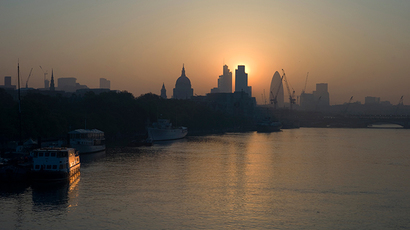 The sun rises above the financial district of the City of London (Reuters / Kieran Doherty)