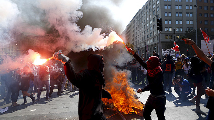 Mass student protest in Chile escalates into clashes with riot police (VIDEO)