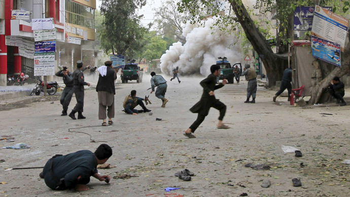People run for cover after an explosion in Jalalabad April 18, 2015.(Reuters / Parwiz)