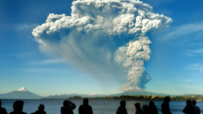 Chile on red alert as Calbuco volcano erupts twice for first time in 42yrs (VIDEO)
