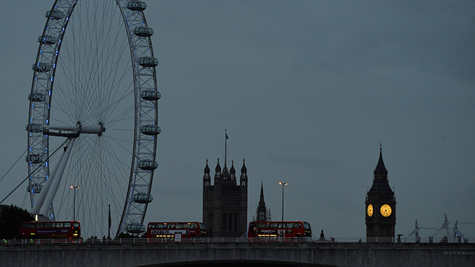 The London Eye is seen near the Houses of Parliament at dawn in central London (Reuters / Toby Melville)