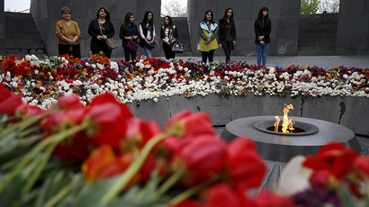 People mourn at the Tsitsernakaberd Armenian Genocide Memorial Museum in Yerevan, April 21, 2015. (Reuters/David Mdzinarishvili)