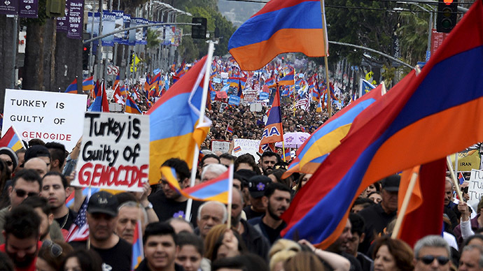 Demonstrators march to commemorate the 100th anniversary of mass killing of Armenians by Ottoman Turks, in Los Angeles, California April 24, 2015. (Reuters/Kevork Djansezian)