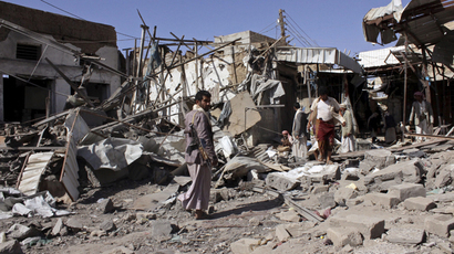 People inspect the site of an air strike in Yemen's northwestern city of Saada (Reuters / Stringer)