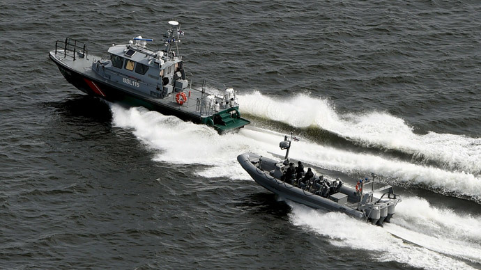 Finnish Border Guard boats patrol the waters near Helsinki, April 28, 2015. (Reuters / Jussi Nukari / Lehtikuva)