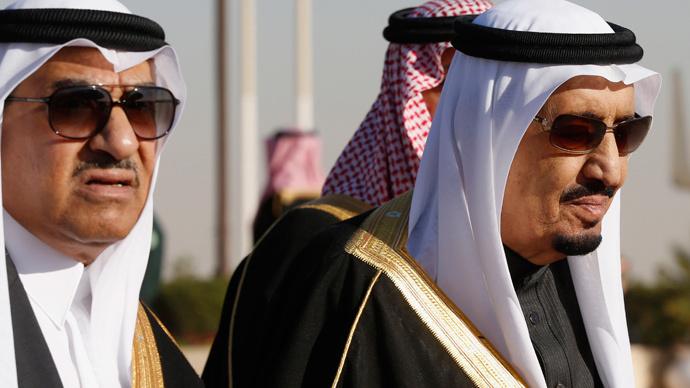 Saudi Arabia's Deputy Crown Prince Mohammed bin Nayef (L) and his uncle King Salman (Reuters / Jim Bourg)