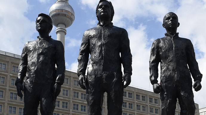 Holy Trinity of whistleblowers: Statues of Assange, Snowden and Manning go up in Berlin (VIDEO)