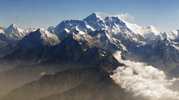 Mount Everest (C), the world highest peak, and other peaks of the Himalayan range  (Reuters / Tim Chong)