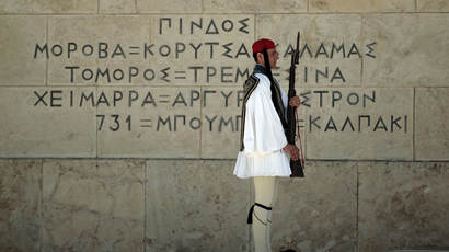 ARCHIVE PHOTO: A Presidential guard pays tribute at the Tomb of the Unkown Soldier during an anniversary ceremony marking the end of World War II in front of the parliament in Athens (Reuters / Yorgos Karahalis)