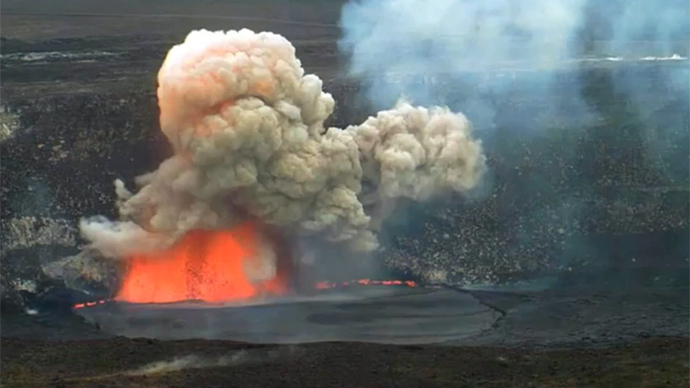 Hawaii volcano explodes after rocks fall into active crater (VIDEO)