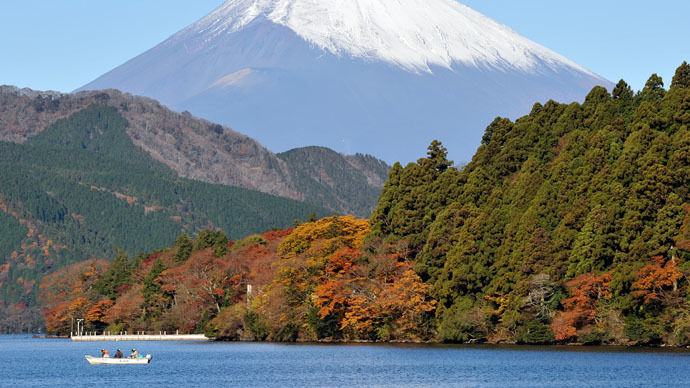 100 volcanic quakes at popular Japanese resort prompt tourist warning