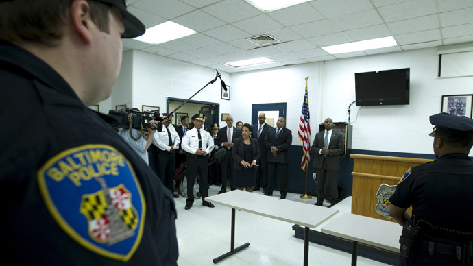 Attorney General Loretta Lynch accompanied by Baltimore police Commissioner Anthony Batts speaks to with Baltimore police officers during a visit to the Central District of Baltimore Police Department in Baltimore, Maryland May 5, 2015. (Reuters / Jose Luis Magana)