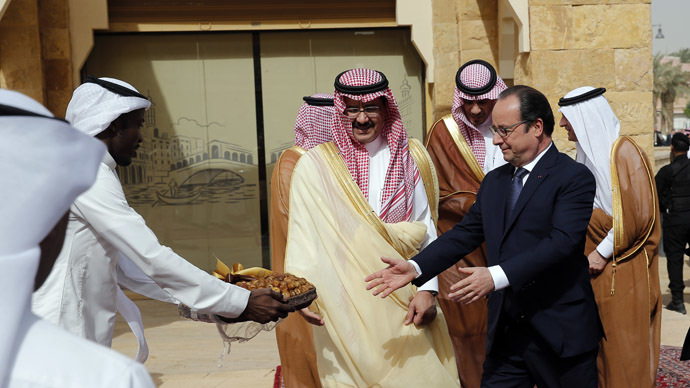 French President Francois Hollande visits the Diriyah Historical City, near Riyadh, Saudi Arabia, May 5, 2015. (Reuters/Christophe Ena)