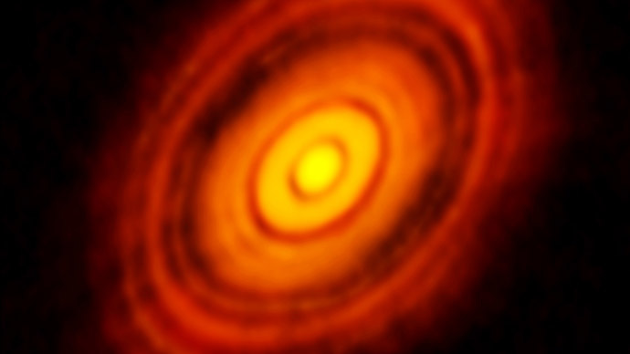 Peek into solar system's past: Image of dusty disk around young star shows forming planets