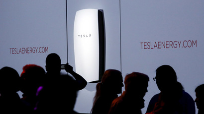 Attendees take pictures of the new Tesla Energy Powerwall Home Battery during an event at Tesla Motors in Hawthorne, California April 30, 2015. (Reuters/Patrick T. Fallon)